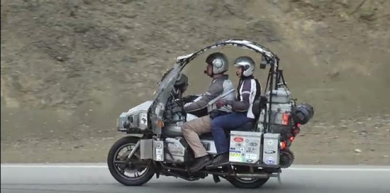 Egy Moto Guzzival utazták körbe a világot