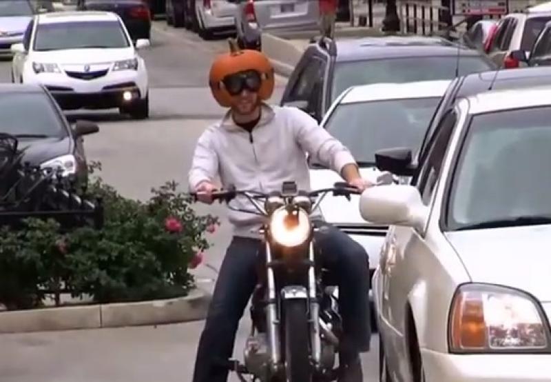 Így lehetsz nagyon tökös a motorodon!