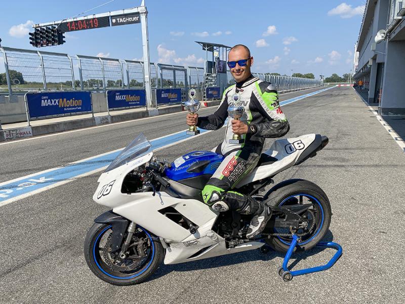 New Times Racing: Ádám Róbert nemzetközi mezőnyben az élen