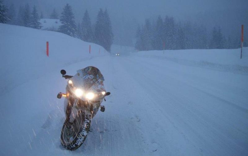 Téli motorozás és motorgumi