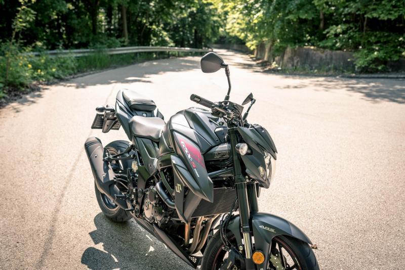GSX-S750 Black - a Fekete Mamba